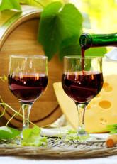 Pahare de vin rosu